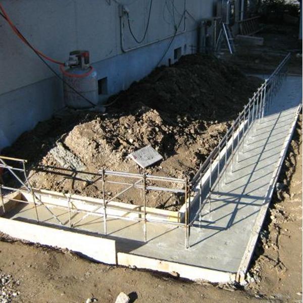 基礎コンクリートをつくっていきます。
