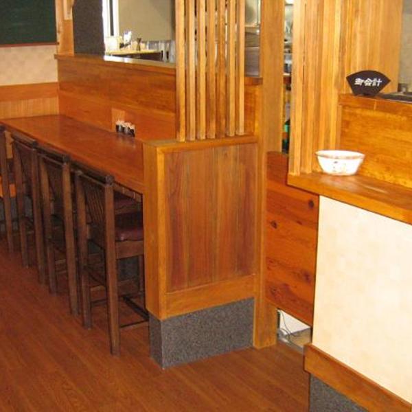 座敷がテーブル席になり、席数も少し増えました。