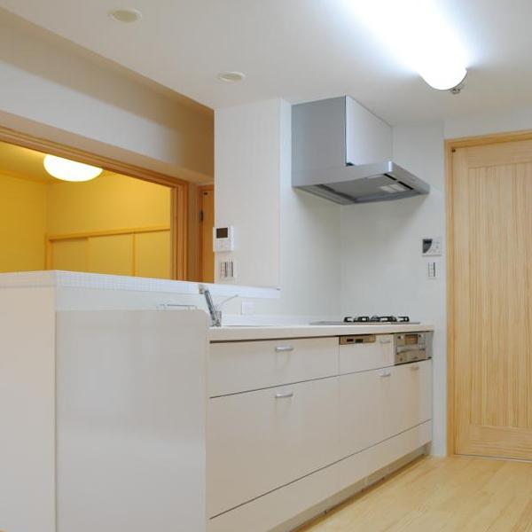 以前のブラウンのキッチンからイメージが一変して、とても柔らかい雰囲気になりました。