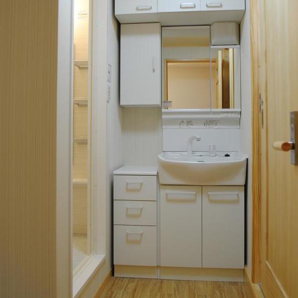 収納も増え使い勝手の良い洗面台になりました。