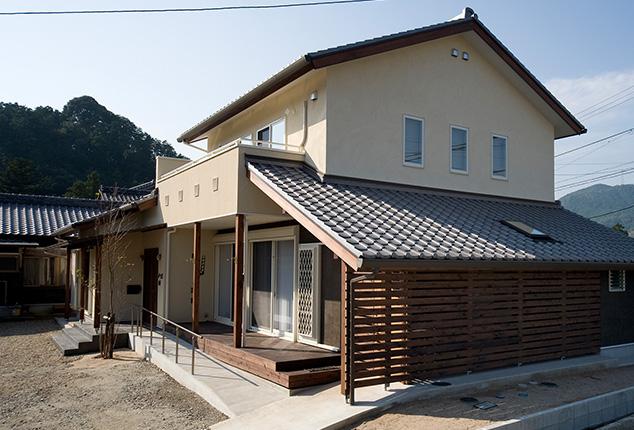 古風でシンプルな落ち着いた雰囲気の家