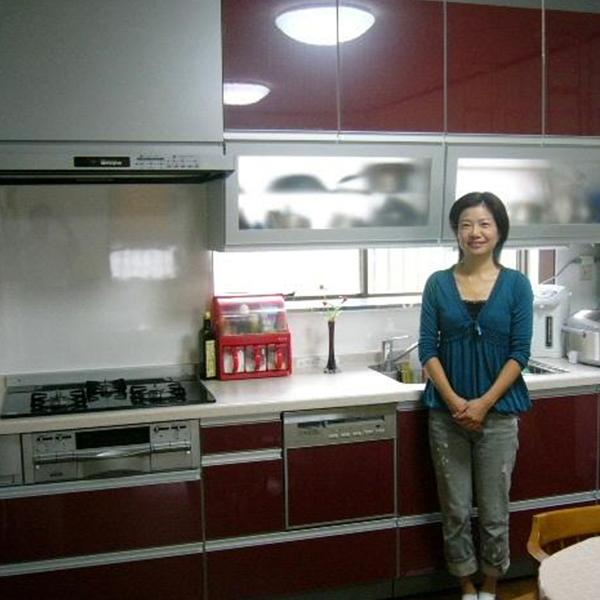 キッチンの配色は、実際ショールームで確認していただきOKをもらい施工しました。気に入っていただいて嬉しいです。