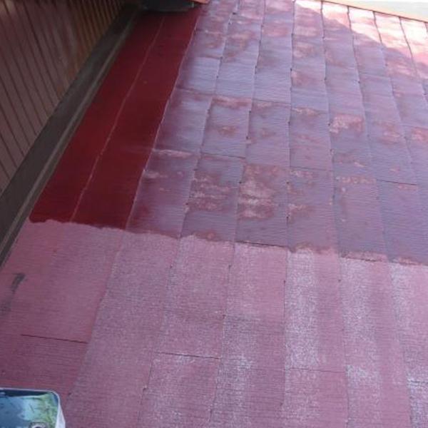 太陽の日差しが当たり劣化していた屋根も塗装を施していきます。