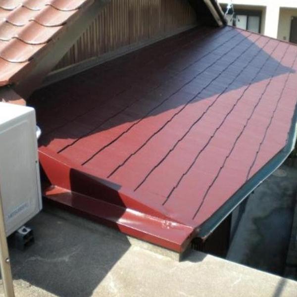 屋根の塗装後の様子です。塗装前と比較するとピカピカになっているのがわかります。