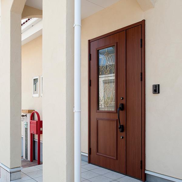 玄関スペースです。重厚な作りですが、おしゃれな印象になりました。