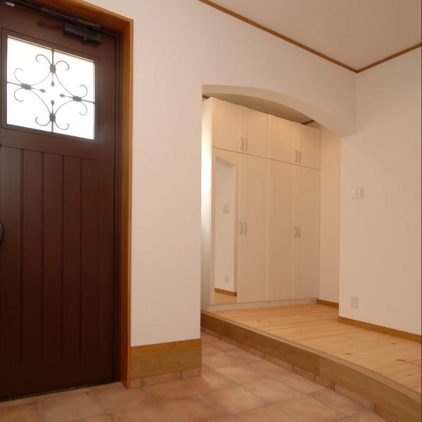 玄関には使いやすいシューズクロークがあります。