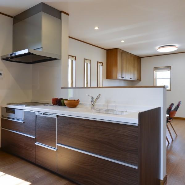 開放感あふれる対面型のキッチンです。