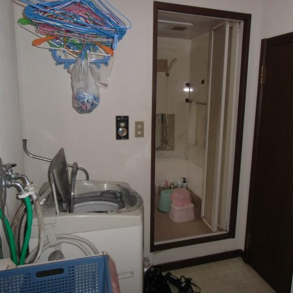 施工前も洗面所です。