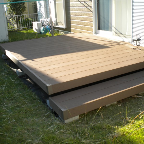 リビングとの段差のないウッドデッキが完成したことにより、お部屋とお庭が繋がり、お庭の用途も広がります。