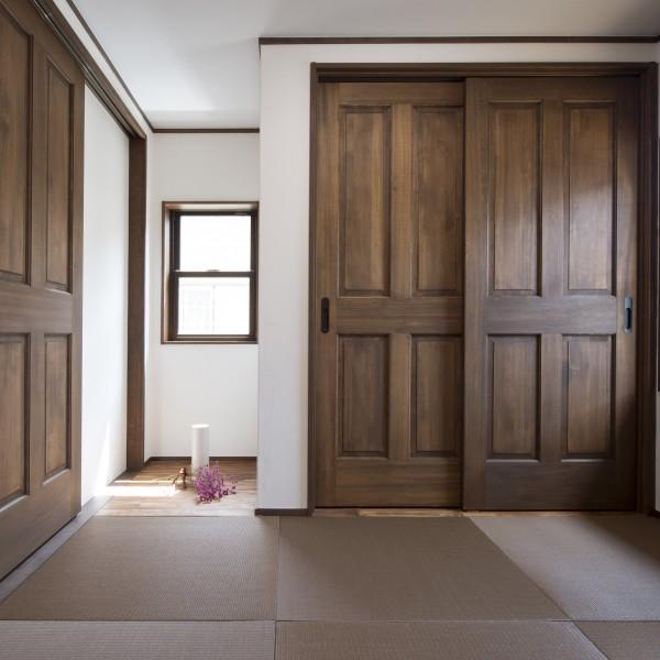 畳は無垢の建具と相性のよい和紙畳です。