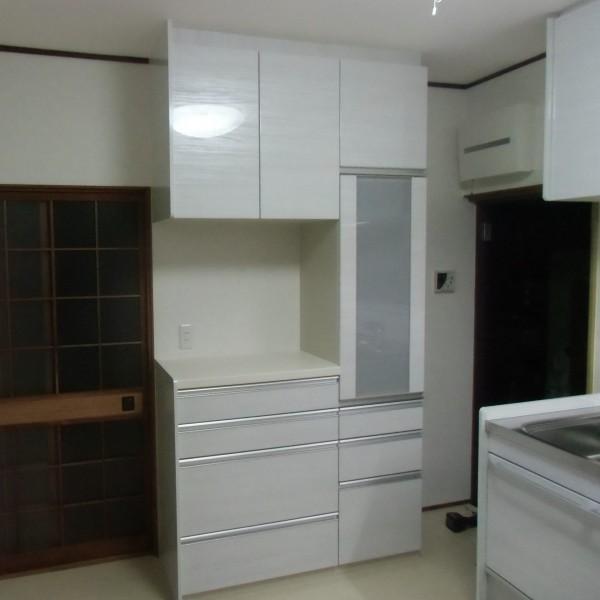 キャビネットも施工しました。 食器や家電もすっきり収納できます。