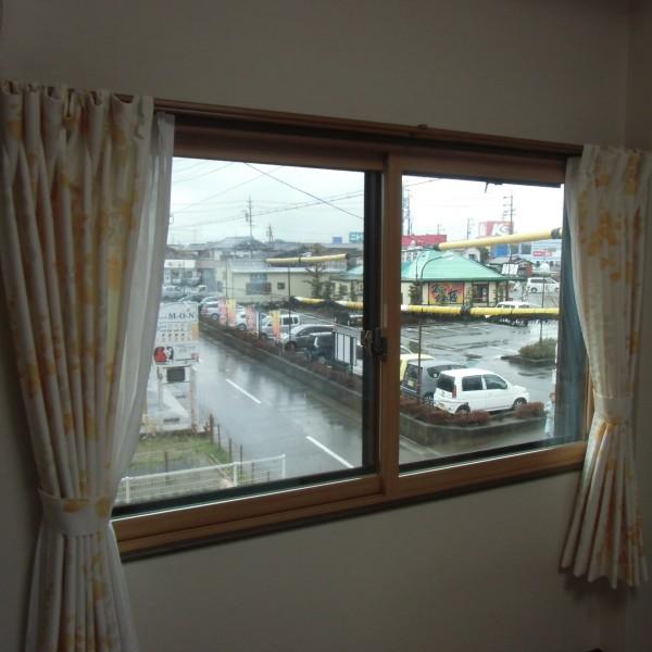 内窓が付きました。これで冬は暖かく、夏は涼しく過ごせます。また結露対策にもなります。