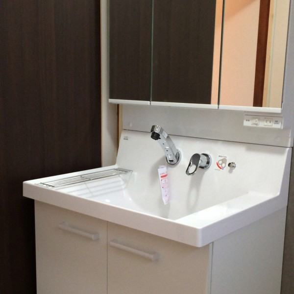 洗面台はLIXILのピアラを施工しました。