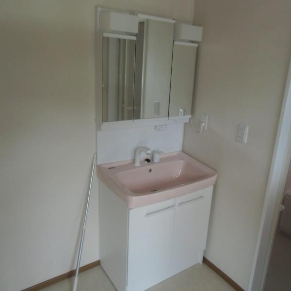収納も増え、シャワー水栓になったので使い勝手がよくなりました。(オトフ/LIXIL)