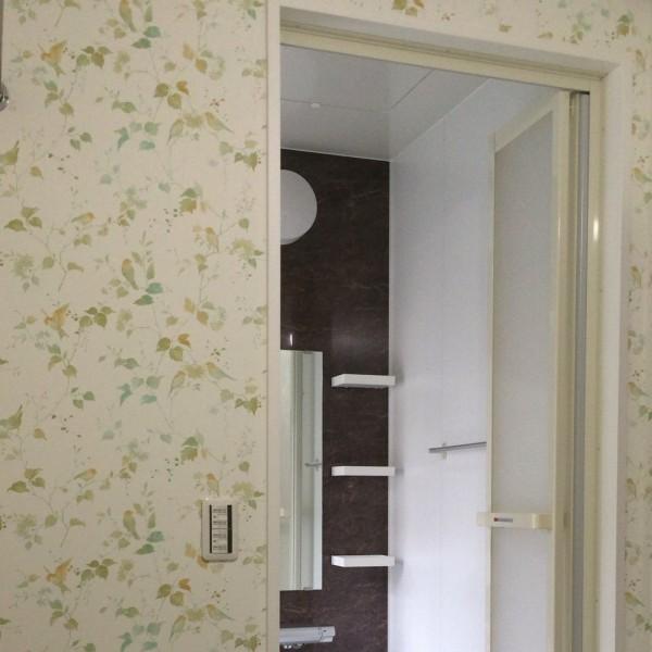 浴室のドア枠も交換しました。