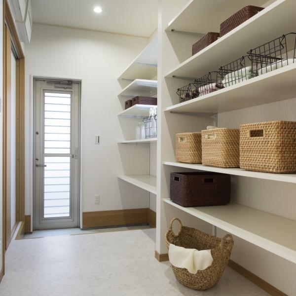 LDK、洗面所、ユーティリティを隣接させたこだわりの家事導線です。