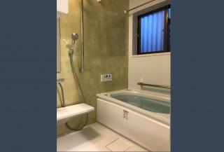 暖かい浴室