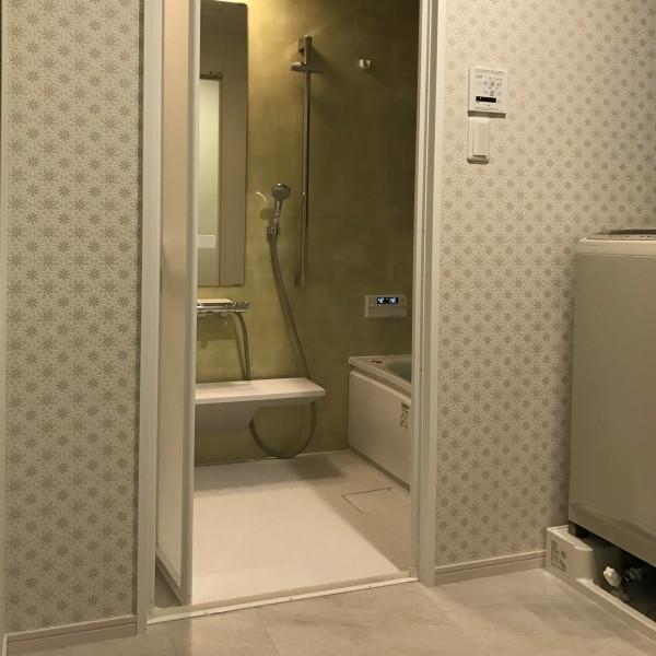 段差もすっきり、洗面脱衣所も綺麗に改装し素敵な空間に大変身しました!