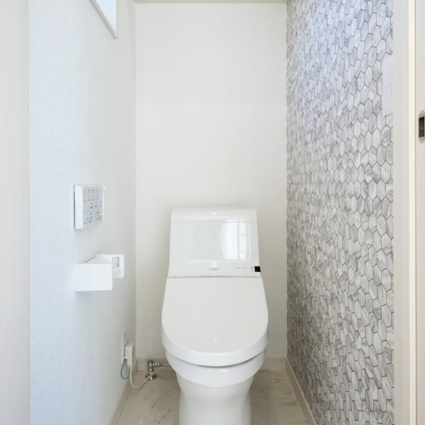 アクセントクロスでお洒落なトイレに。