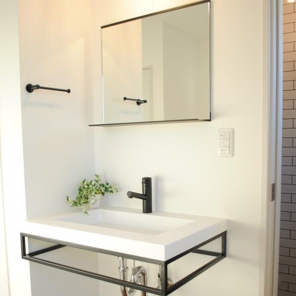 ミニマムでかっこいい手洗いを2階にも設けました。
