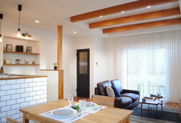 サブウェイタイルのシンプルな家