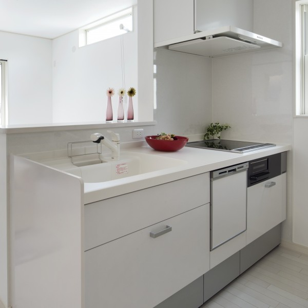 キッチンも白にし、全体のトーンを合わせたので部屋全体が広く見えます。