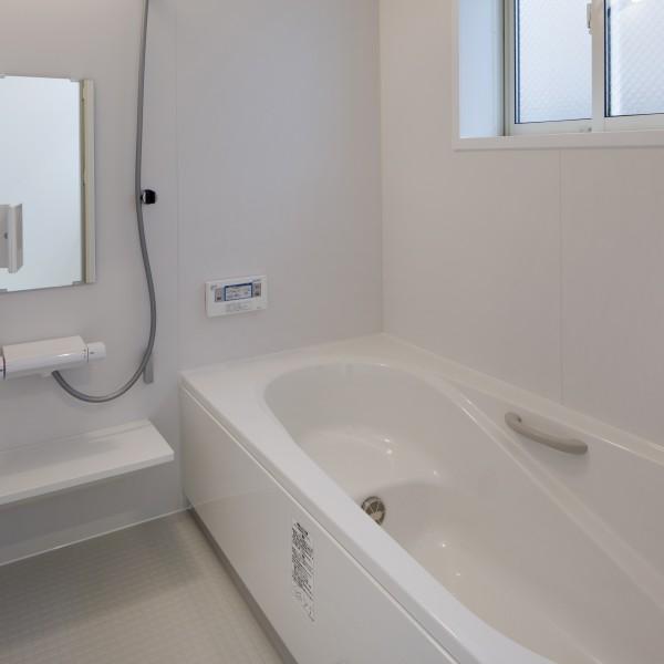 浴室も白でまとめました。