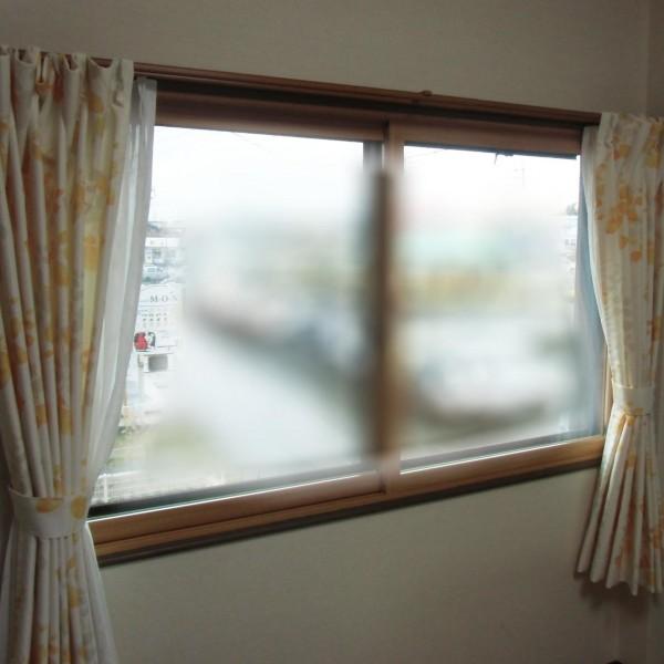 内窓ならあっという間のお手軽施工で窓の断熱性・気密性が高まり見た目も良くなります。