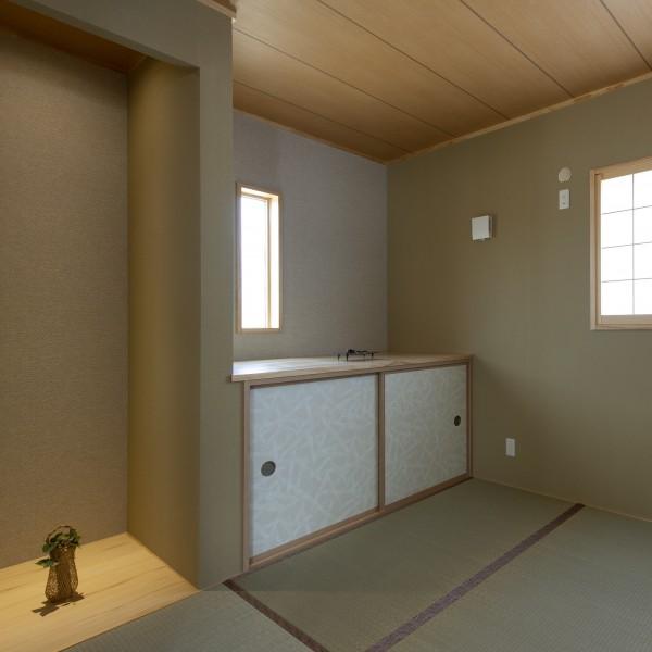 和室には地袋を設けました。5月人形を飾るそうです。