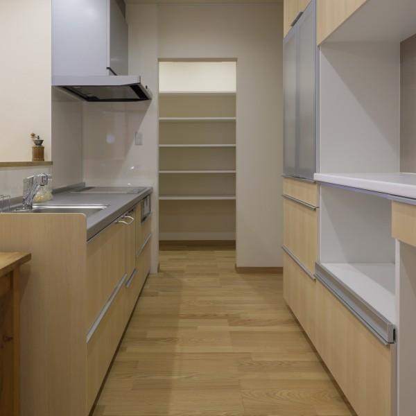 キッチン奥にはパントリーを設けました。