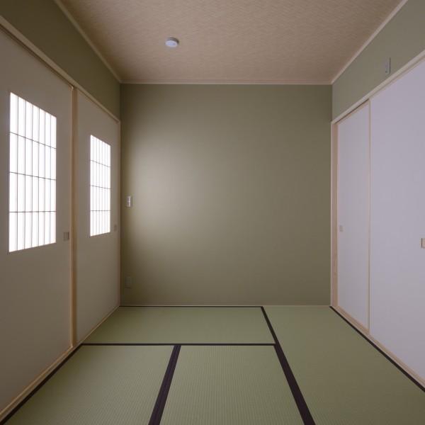 リビング横に6帖の和室を設けました。