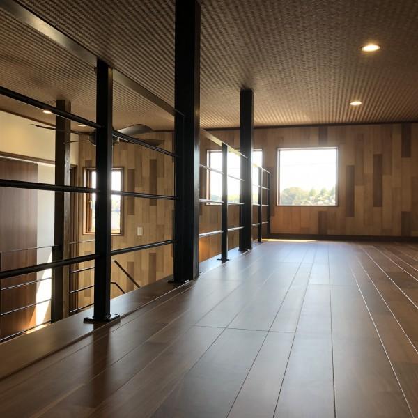 吹き抜けの一角を利用して作られた空間は、旦那様のご趣味のスペースに最適です。